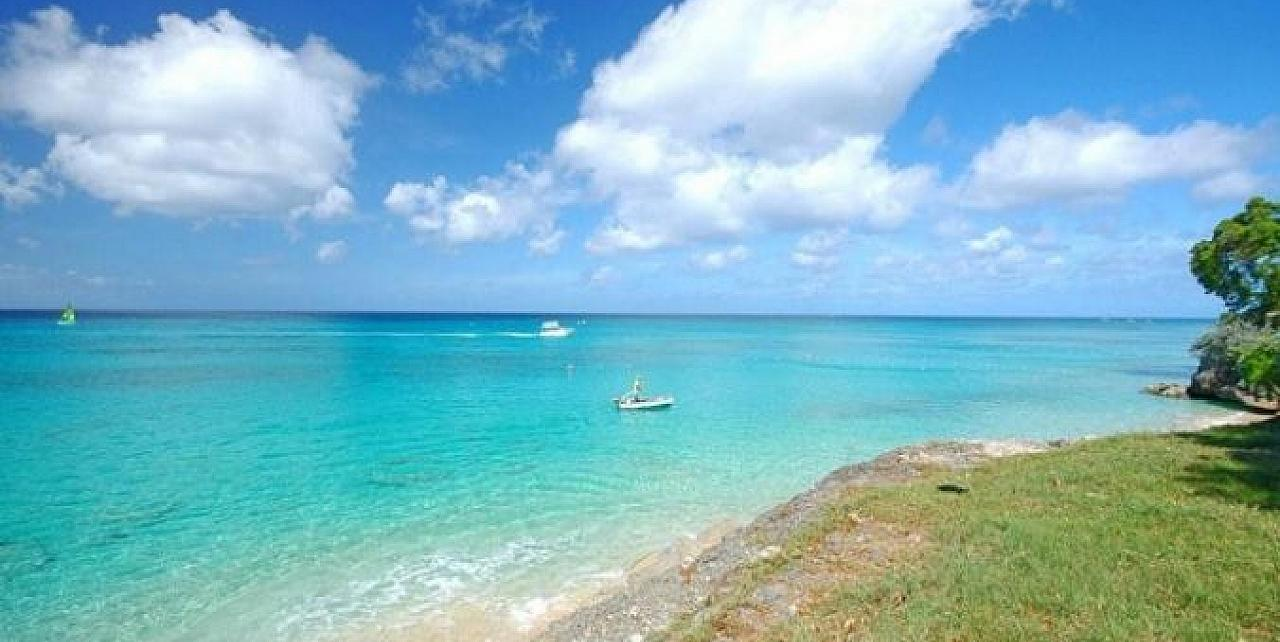 Beachfront - Monkey Bay